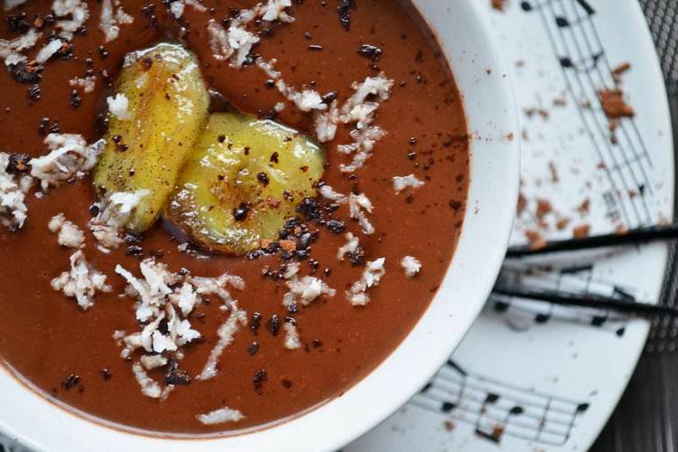 Zupa kokosowo-czekoladowa z bananami w karmelu waniliowym