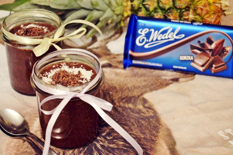 Obłędnie czekoladowy pudding z chia i z dżemem ananasowym