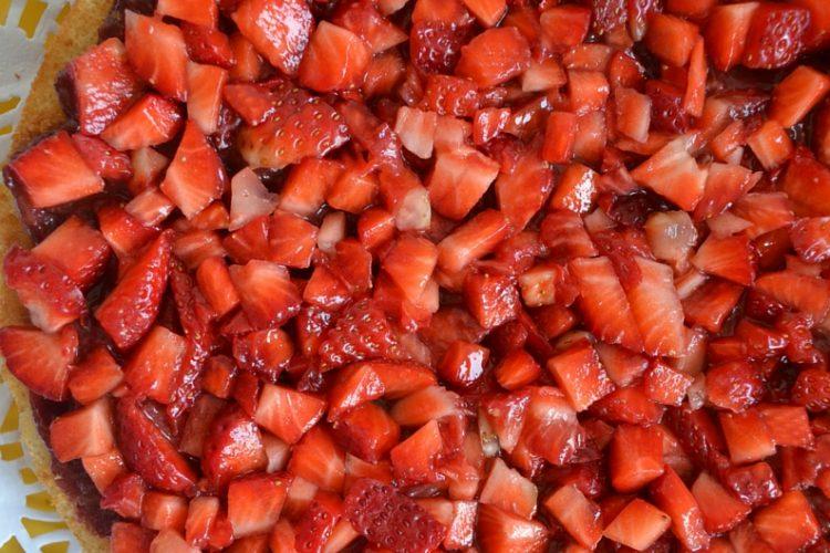 Tarta truskawkowa z kremem migdałowym