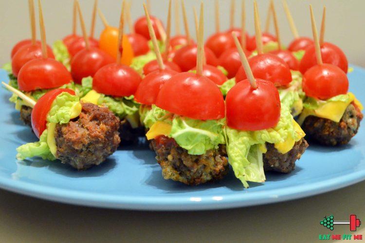 Pomysł na imprezową przekąskę – lekkie mini burgery z wołowiny i pomidorków koktajlowych