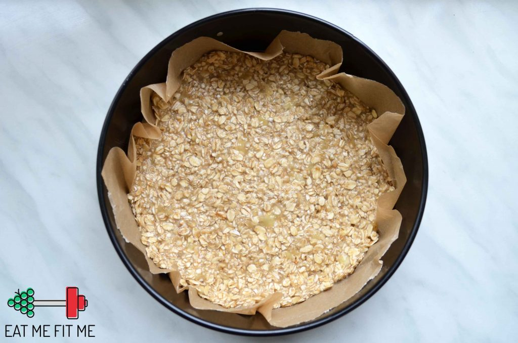przepis-ciasto-bez-cukru-bez-maki-dietetyczny-sernik-zdrowa-czekoladowa-polewa-daktyle-zurawina-banan3