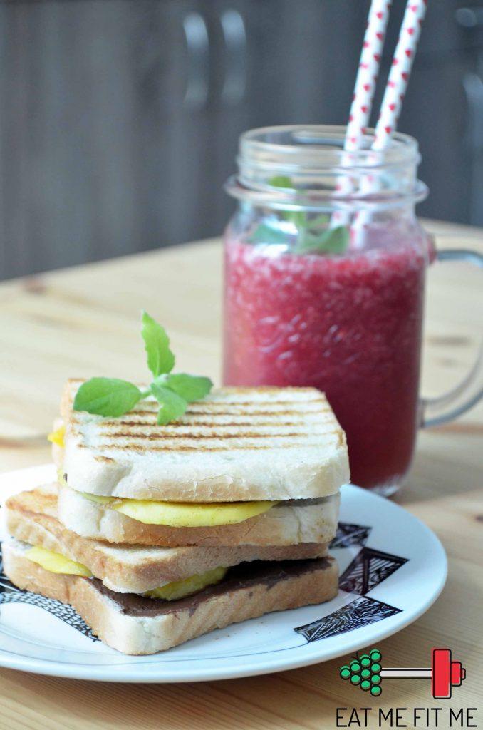 przepis-owocowe-sniadanie-tosty-mango-domowa-nutella-koktajl-truskawkowy-pomaranczowy-2