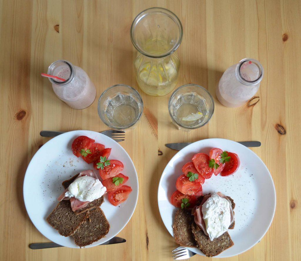 jak-ugotowac-jajka-w-koszulkach-na-sniadanie-jajka-po-benedyktynsku-poached-eggs-eatmefitme-2
