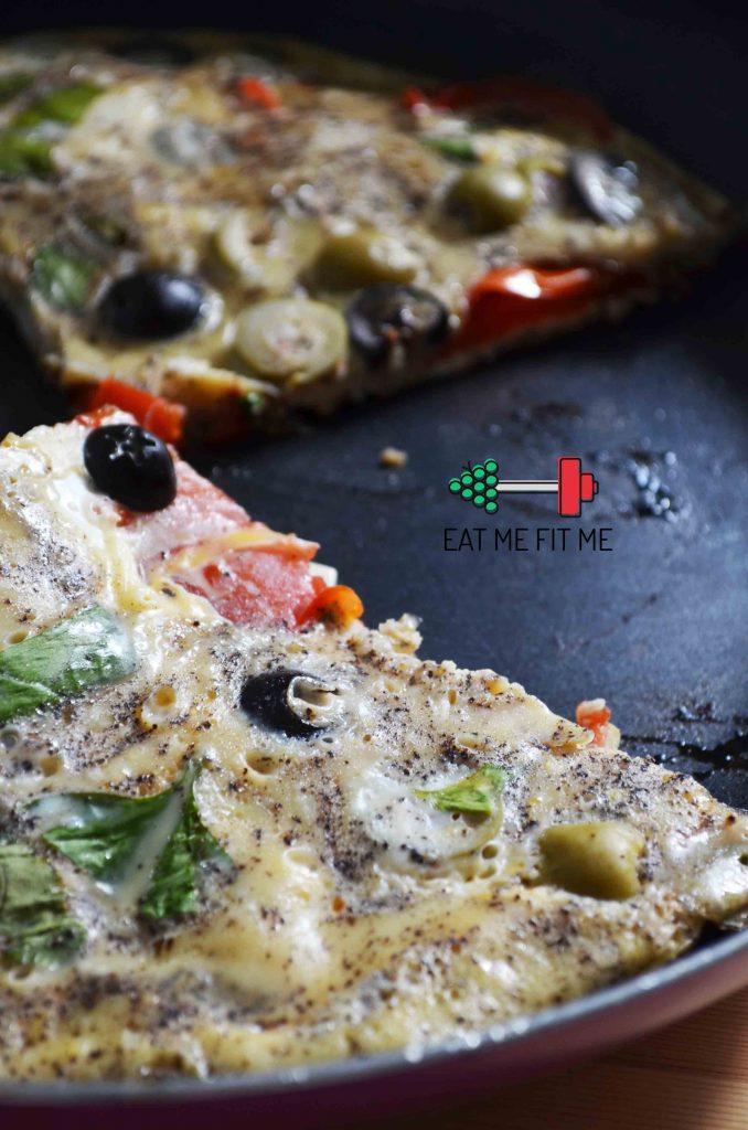 przepis-na-sniadanie-frittata-czyli-omlet-warzywa-ser-oliwki-eatmefitme-2b