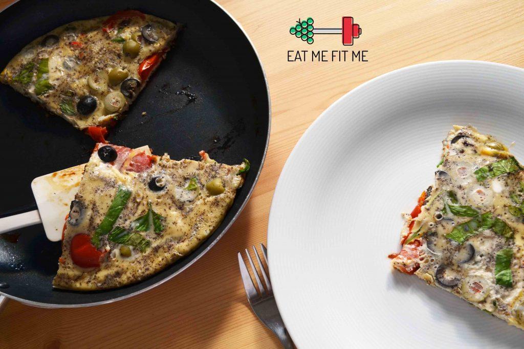 przepis-na-sniadanie-frittata-czyli-omlet-warzywa-ser-oliwki-eatmefitme-3