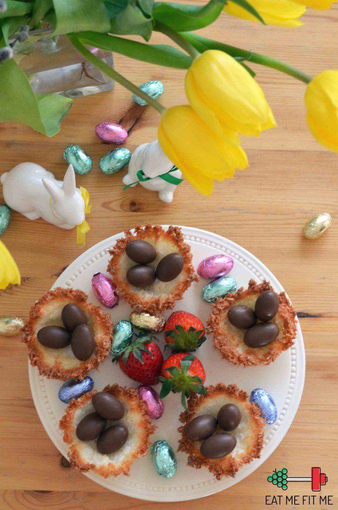 kokosowe-gniazdka-z-kokosowym-kremem-i-czekoladowymi-jajeczkami-pomysl-na-szybki-bezglutenowy-deser-wielkanoc-eatmefitme-blog-6